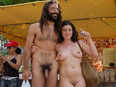 Couple Nude on Publi..