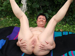 Naturist Nude Grandmothe..