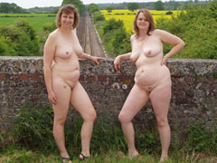 Naturist Moms And Gr..